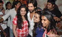 Fans screening with Shahid Kapoor | R... Rajkumar